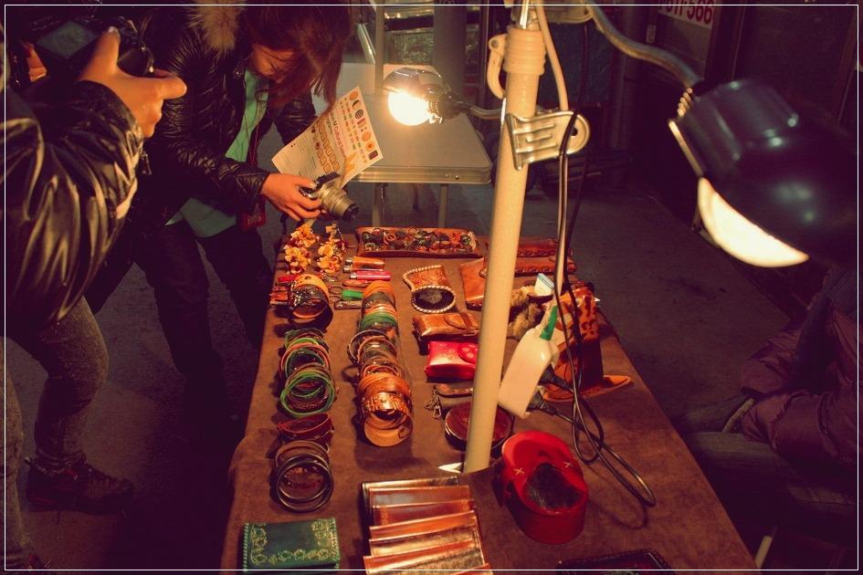 가죽공예상품을 파는 노점
