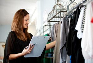 how to become a retail merchandiser