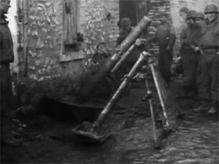 미군이 독일 뒤렌에서 노획한 킹타이거 전차와 120mm 박격포 - US Army Captured German King Tiger Tank & 120mm Granatwerfer 42 Mortar in Duren