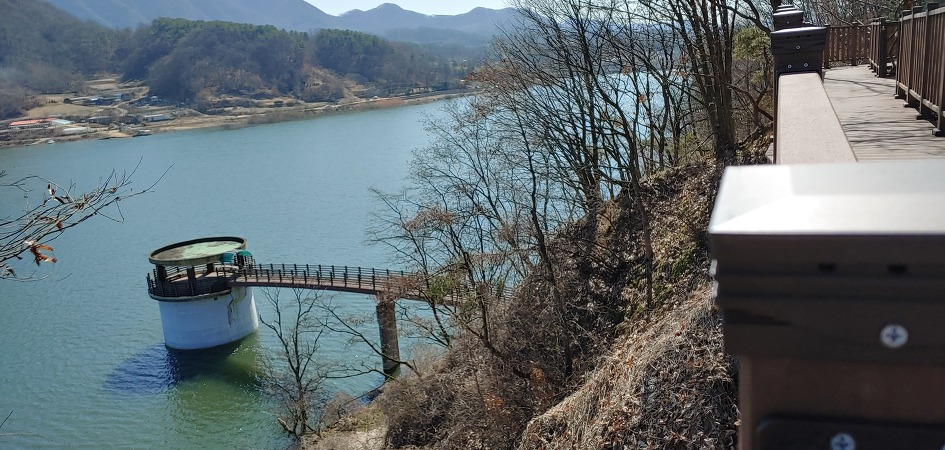 Okcheon Nostalgic Lake Road
