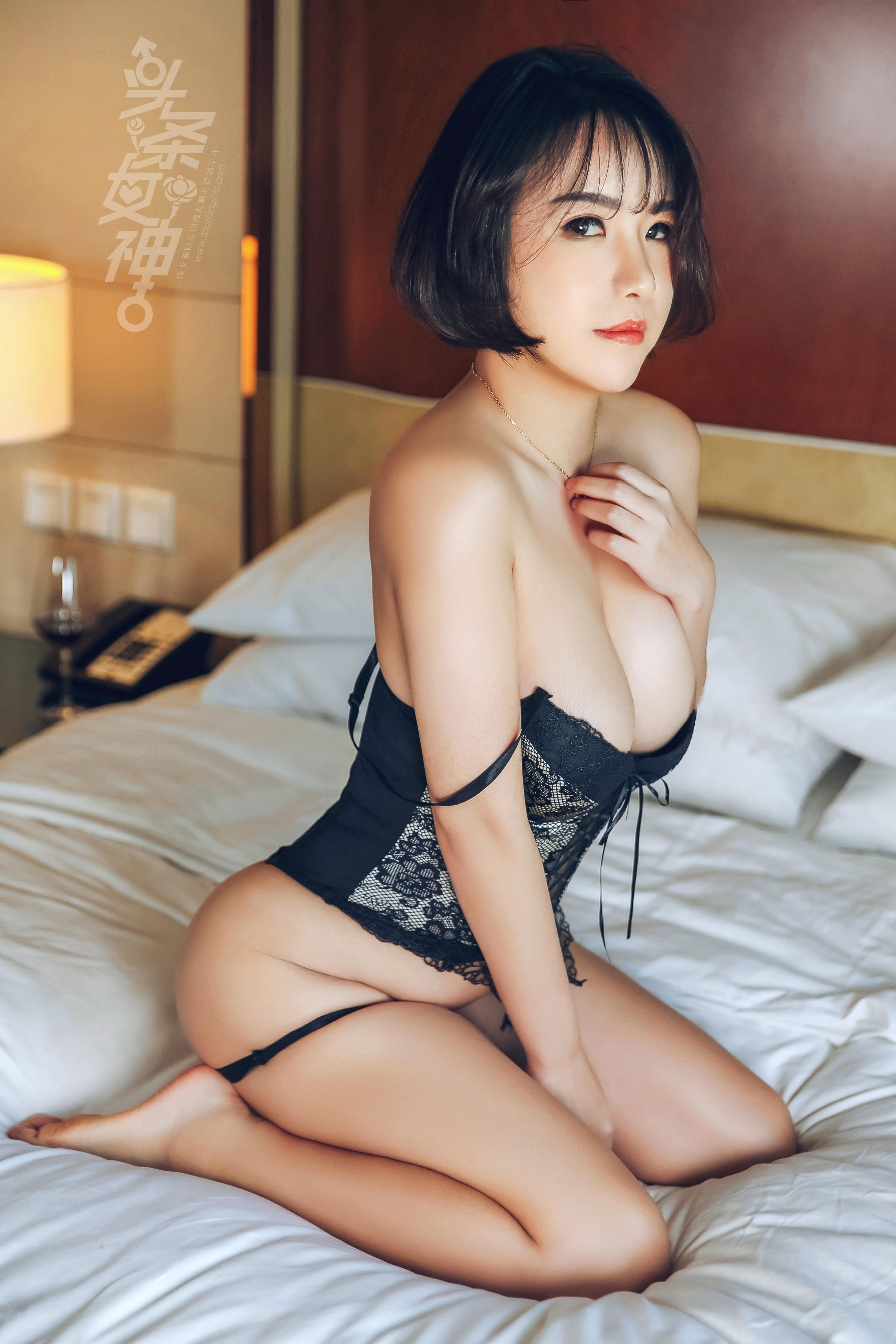 hot Chinese women in sexy posture