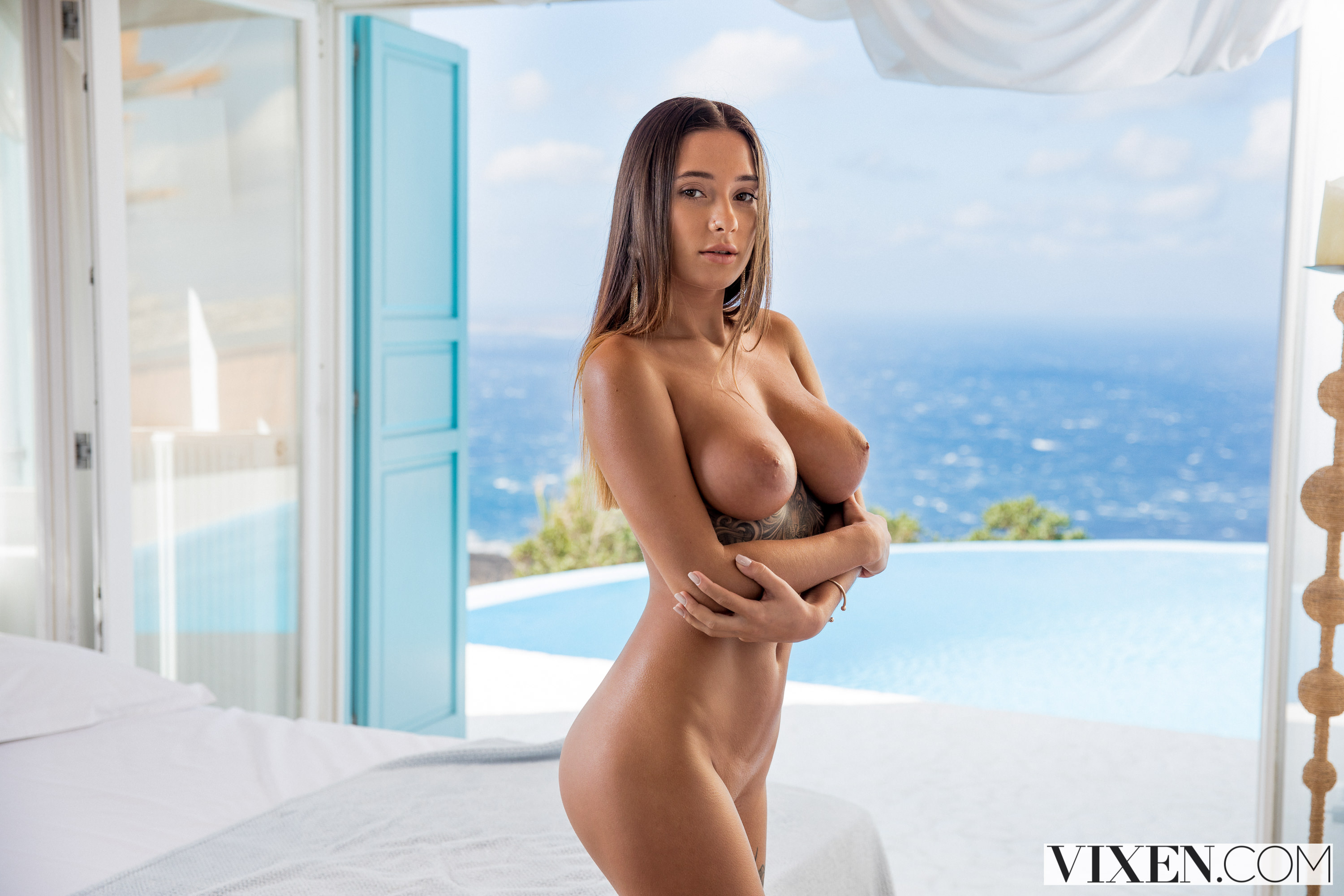 hot vibe woman in nude
